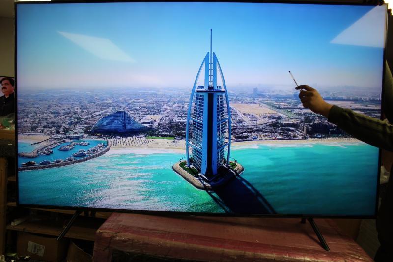 """82"""" Samsung QE82Q70RATXXU Premium Certified 4K UHD HDR 1000 QLED TV"""
